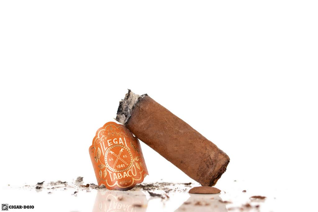 La Familia Robaina Ilegal Habano Toro cigar nub finished