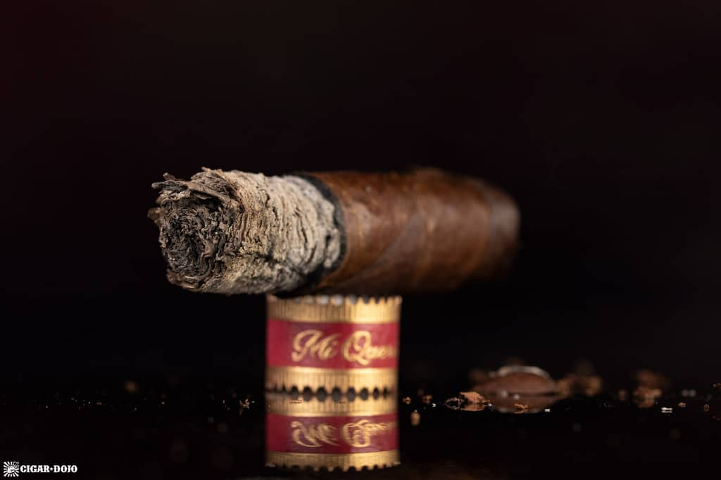 Dunbarton Mi Querida Triqui Traca No. 648 cigar nub finished