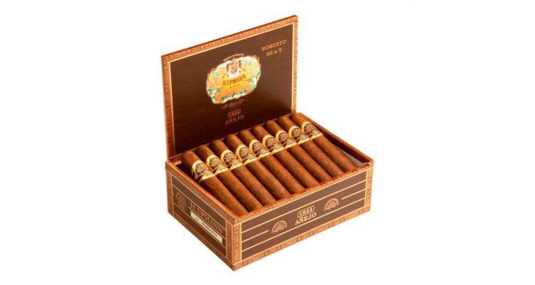 H. Upmann Añejo cigar box open