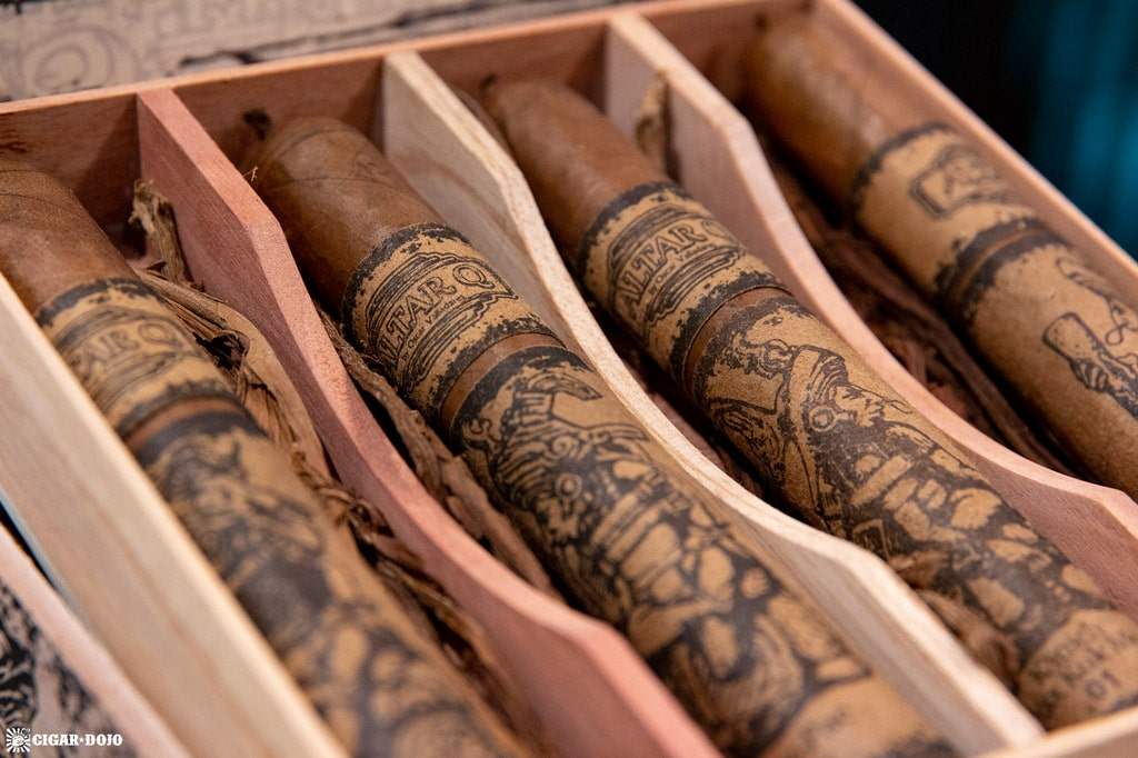 Altar Q by Oscar Valladares cigars in box