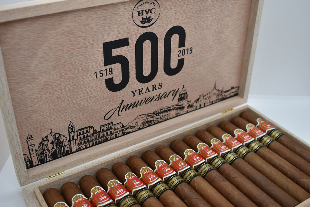 HVC 500 Years Anniversary Selectos box open
