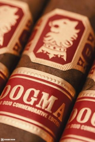 Drew Estate Undercrown Dogma Sun Grown cigars in box closeup