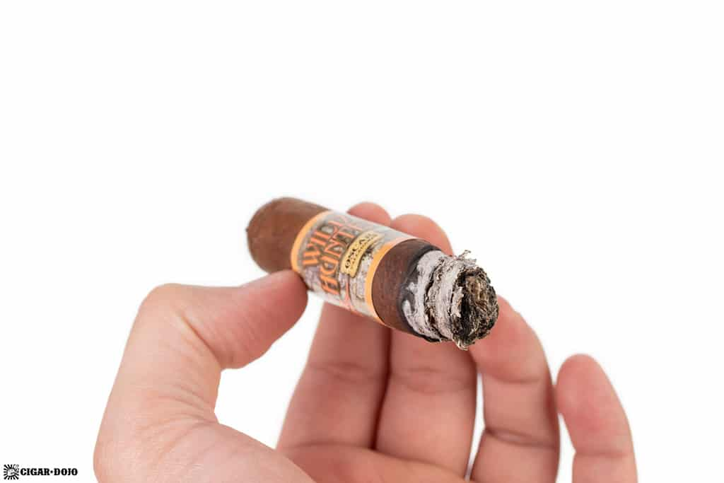 Oscar Valladares Wild Hunter Natural cigar ash
