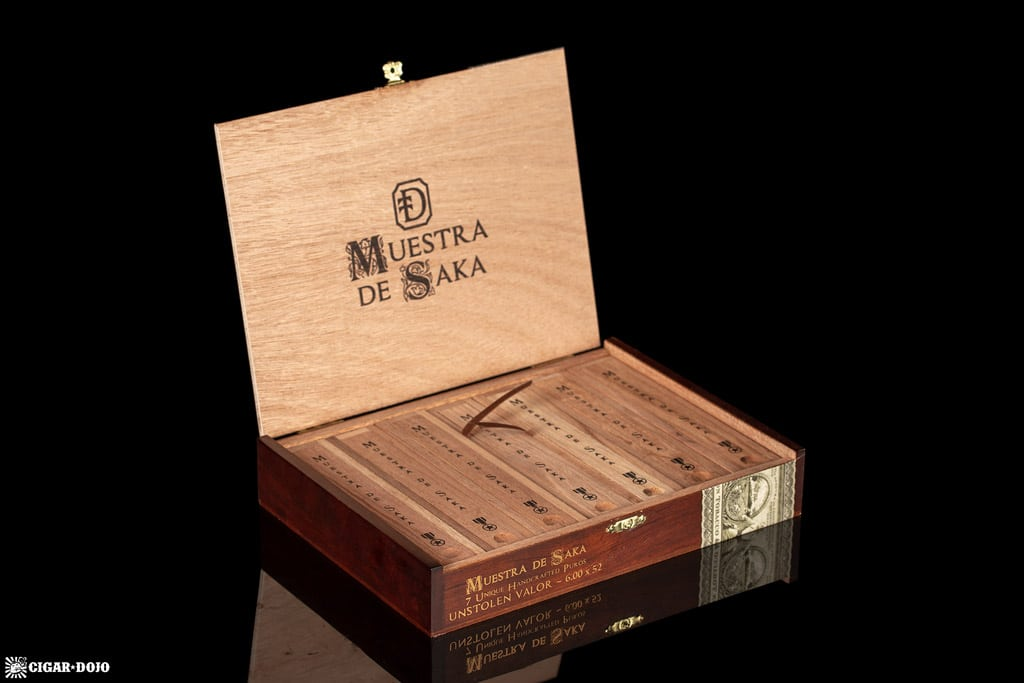 Muestra de Saka Unstolen Valor cigar box open