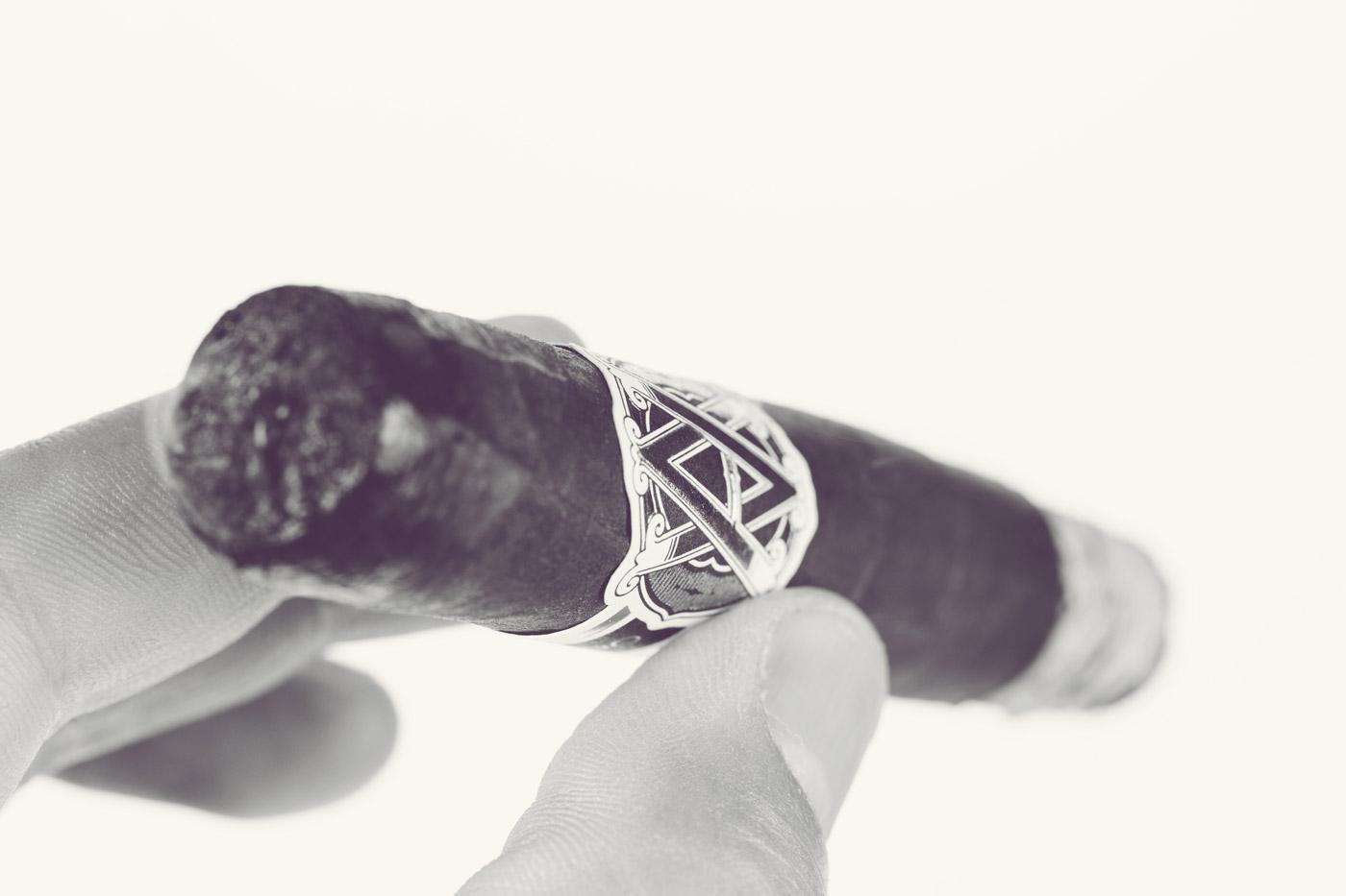 AVO Classic Maduro Robusto cigar review