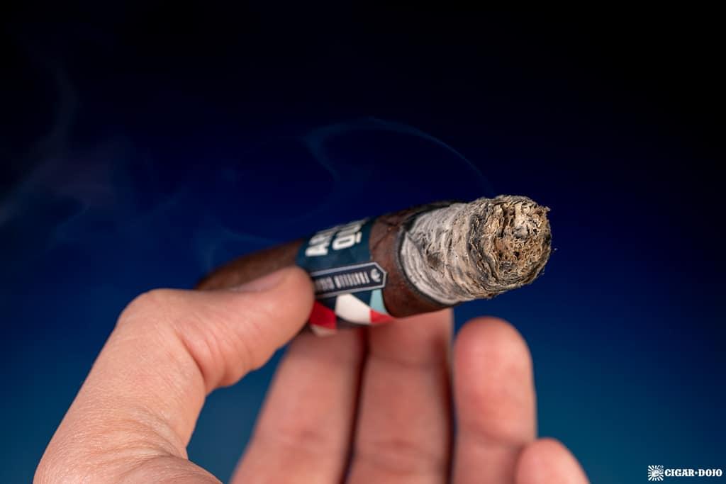 Fratello Arlequín Toro cigar ash