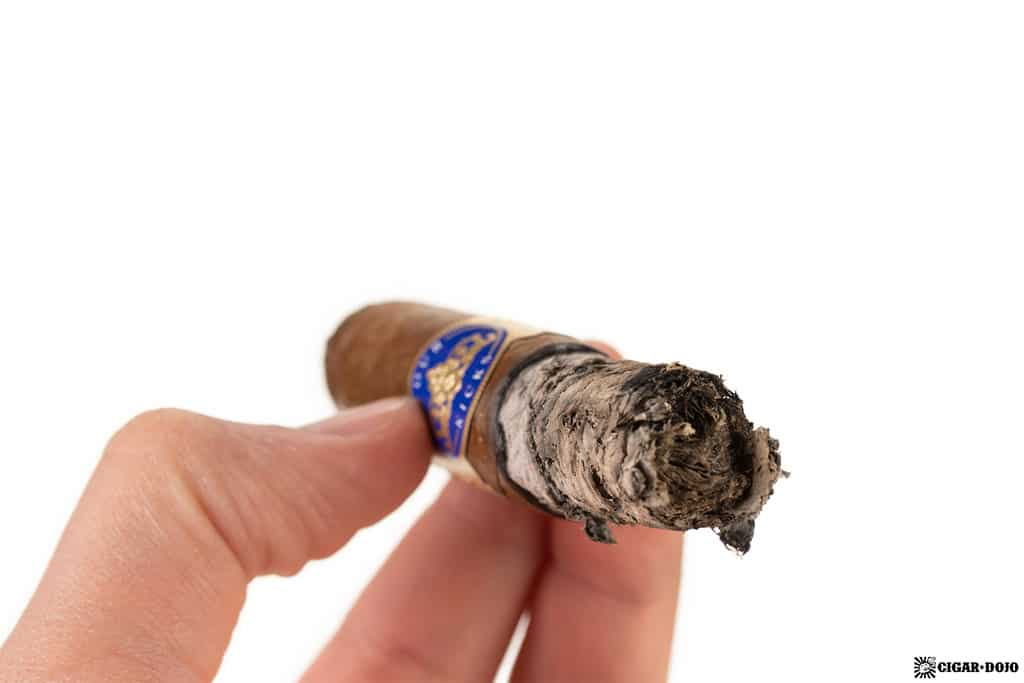 Four Kicks Capa Especial Robusto cigar ash