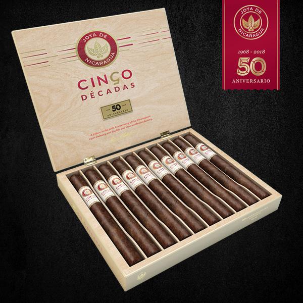 Joya de Nicaragua Cinco Décadas cigar box open