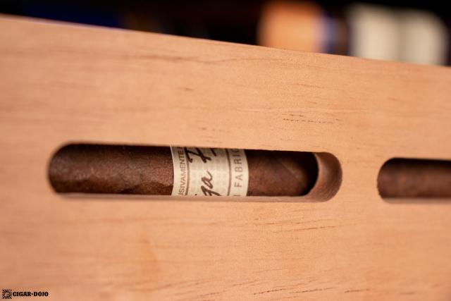 NewAir NCH840BK00 840 Count Humidor cedar shelf cigar view cutout