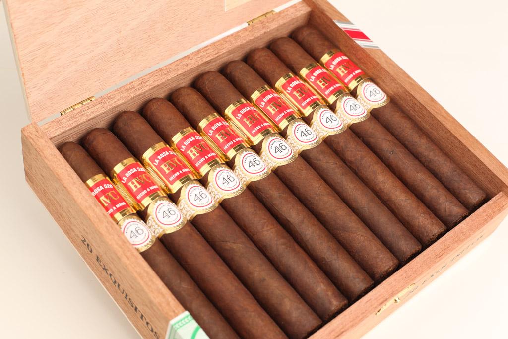 HVC La Rosa 520 Maduro Exquisitos LE 2021 cigar box open
